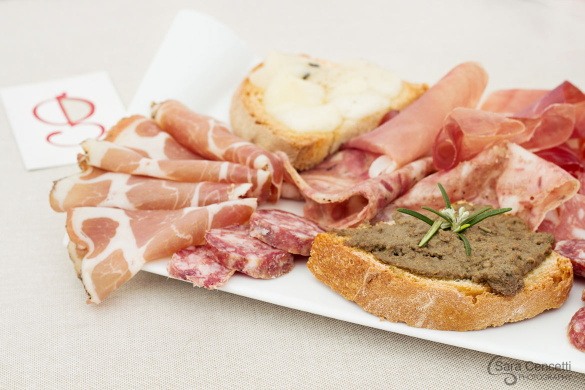 Selection of Tuscan specialities-0